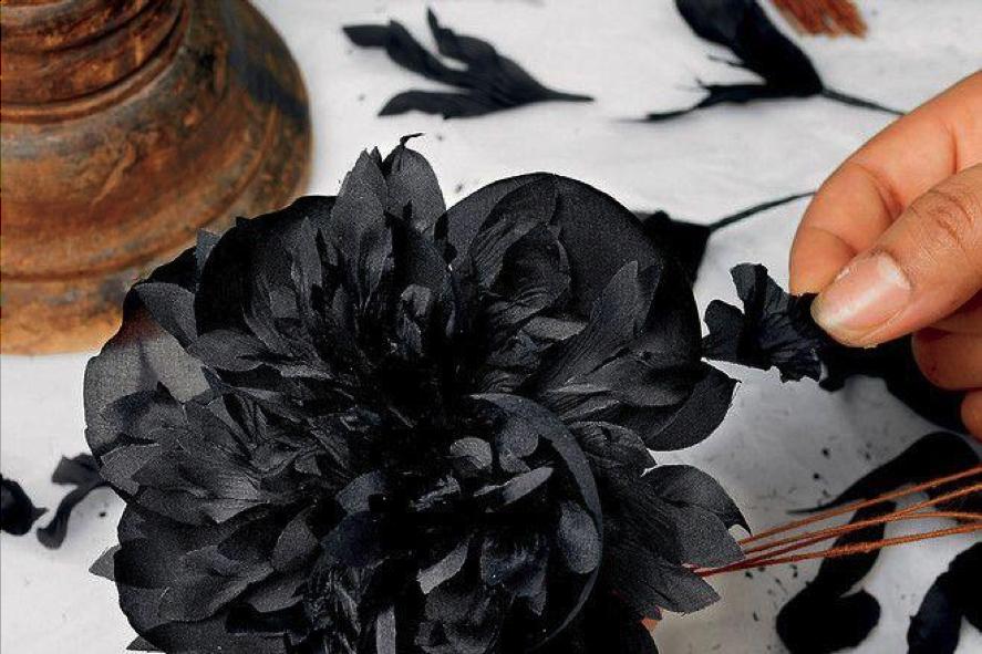 flores negras de seda