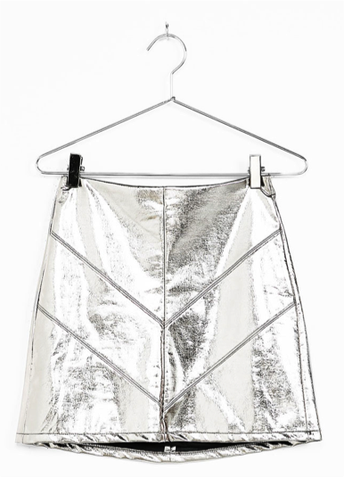 mini falda de polipiel en plata de Bershka