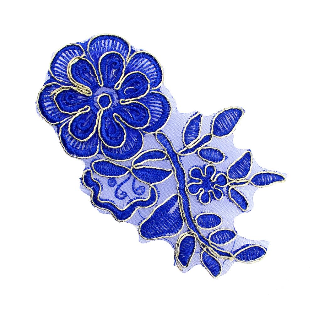Aplicación lamé bordada flor con tallo azul y oro