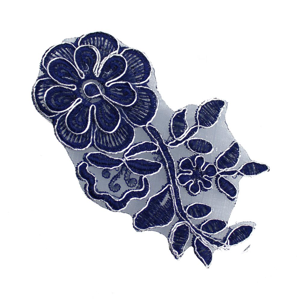 Aplicación lamé bordada flor con tallo azul y plata
