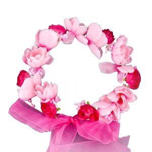 Corona de flores con cinta
