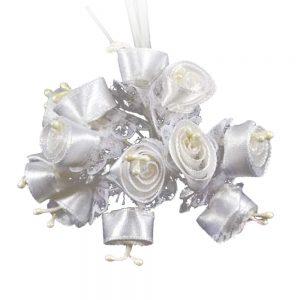 Florecillas de raso y encaje blanco