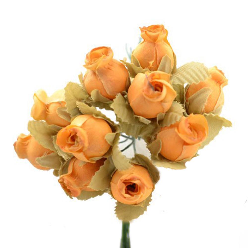 Ramillete capullos de rosas melocotón empolvado