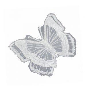 mariposa bordada sobre tul blanco