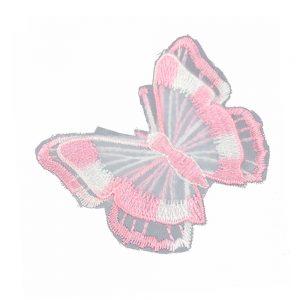 mariposa bordada sobre tul rosa