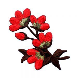 motivo flor bordada rojo
